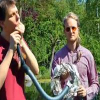 Video: Prima trupa care canta la aspiratoare