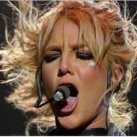 Britney Spears folosita pe post de sperietoare de pirati somalezi