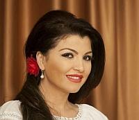Claudia Ghitulescu, la un pas de a-si pierde vederea! Cantareata de muzica populara risca sa ramana fara ochiul stang daca nu se tine de tratament!