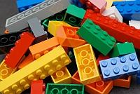 De ce o starleta porno nu trebuie sa organizeze concursuri Lego?