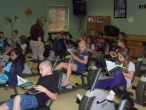 "Nou ""mobilier"" in scoli: biciclete de fitness in loc de banci"