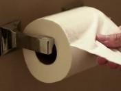O tanara consuma in fiecare zi un sul de hartie igienica… pe post de gustare