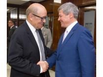 Întâlnirea prim-ministrului Dacian Cioloș cu  Jean-Yves Le Drian, ministrul francez al apărării
