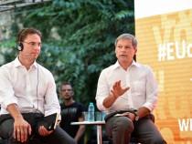 """Premierul Dacian Cioloş a participat la evenimentul """"Dialogul cu cetățenii"""", organizat de Comisia Europeană, la care a fost prezent și vicepreședintele Comisiei Europene, Jyrki Katainen"""