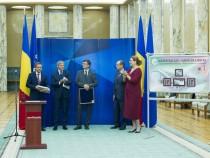 """Lansarea emisiunii de mărci poştale """"Dincolo de frontierele cunoaşterii Laser Valley- Land of lights"""" împreună cu comisarul european pentru cercetare, inovare și știință, Carlos Moedas"""