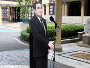 Prim Ministrul thailandez lasă un manechin de carton să răspundă întrebărilor jurnaliștilor
