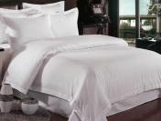 Lenjerii de pat albe din damasc- produse deosebite la preturi fara egal